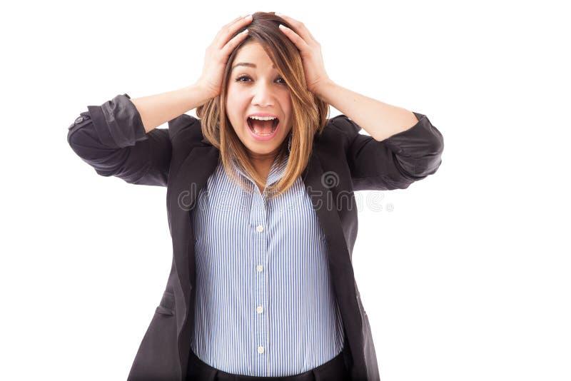 Mulher de negócios entusiasmado que grita imagens de stock