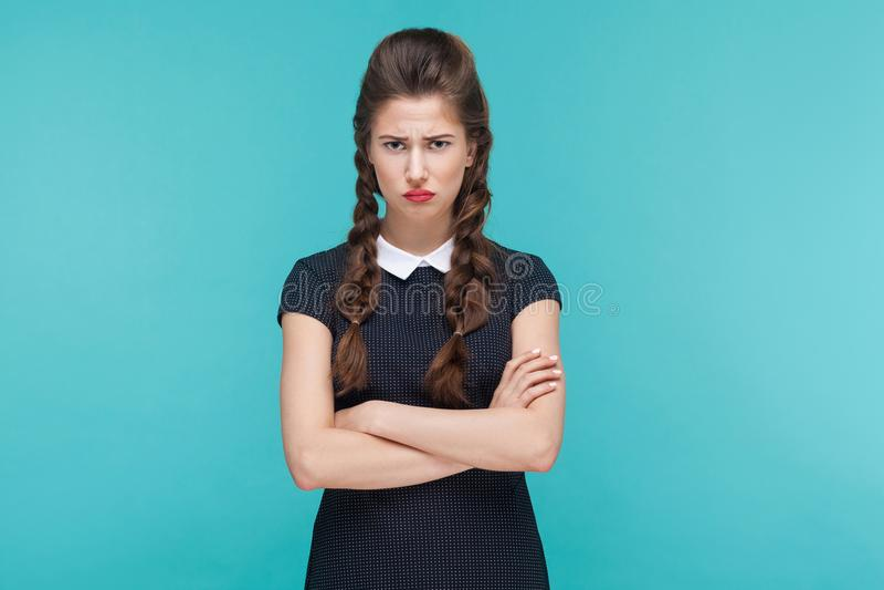 Mulher de negócios infeliz mãos e tristeza cruzadas fotografia de stock