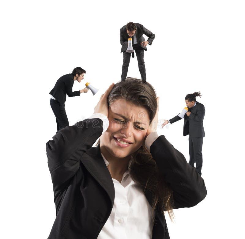 Mulher de negócios irritada por gritos fotografia de stock royalty free