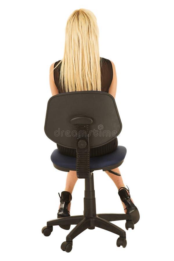 Mulher de negócios loura no preto foto de stock