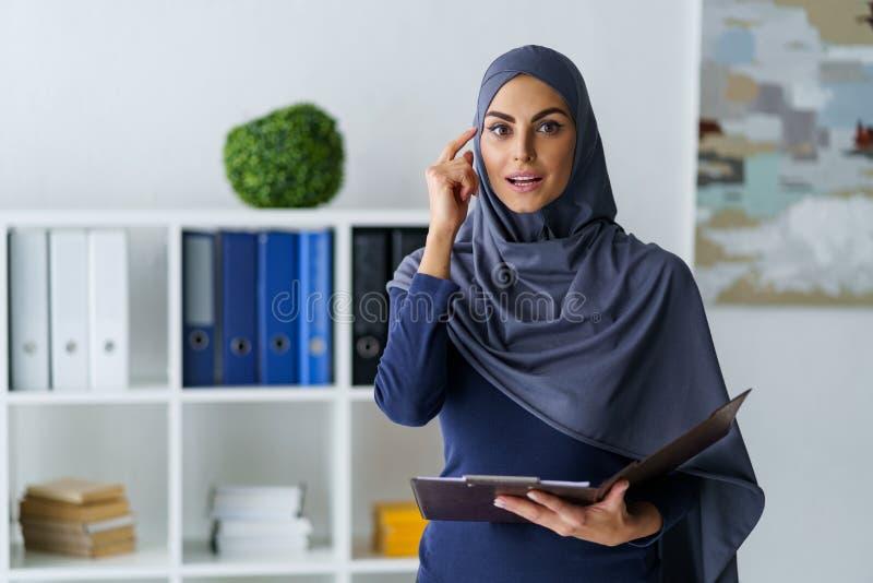 A mulher de negócios muçulmana obteve uma ideia foto de stock royalty free