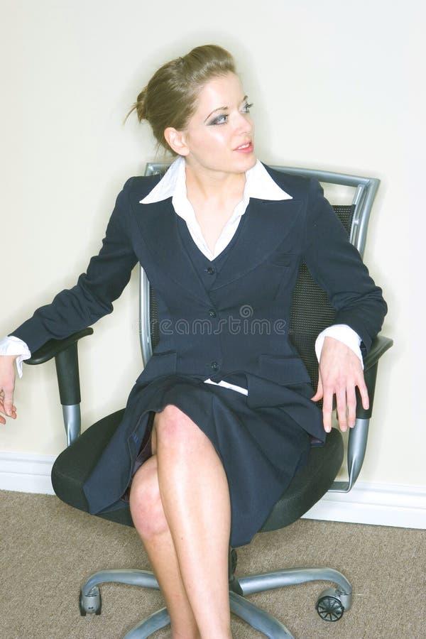 Mulher de negócios na cadeira imagem de stock royalty free