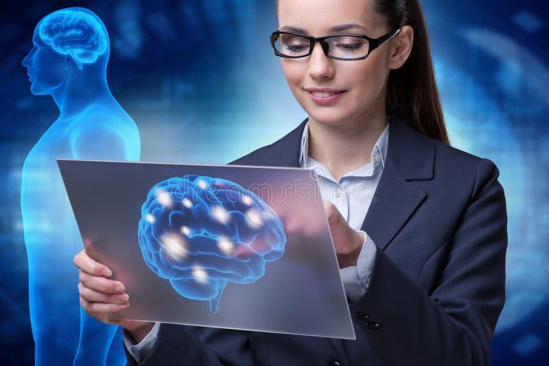 A mulher de negócios no conceito da inteligência artificial foto de stock