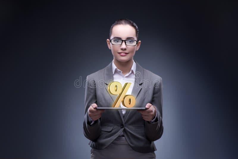 A mulher de negócios no conceito das taxas de juro altas imagens de stock royalty free