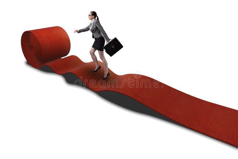 A mulher de negócios no tapete vermelho no conceito do sucesso fotos de stock royalty free