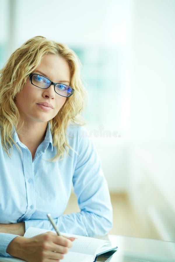 Mulher de negócios no trabalho fotografia de stock