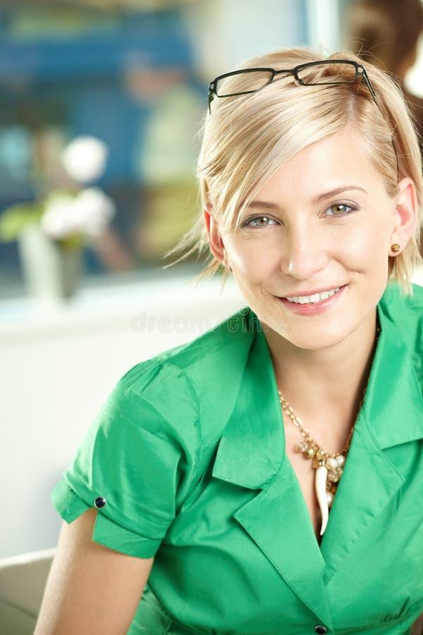Mulher de negócios nova imagens de stock