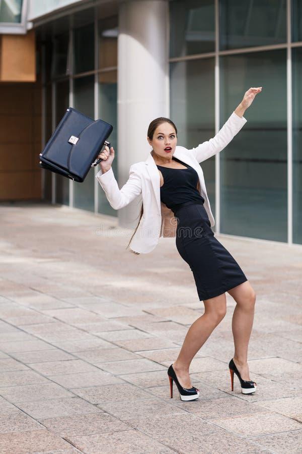 Mulher de negócios nova assustado foto de stock