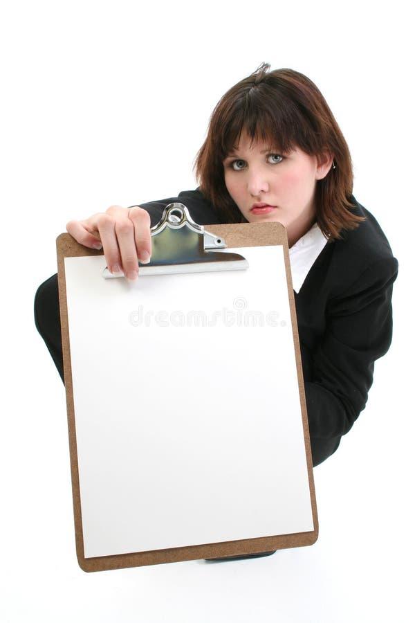 Mulher de negócios nova bonita com placa de grampo fotos de stock