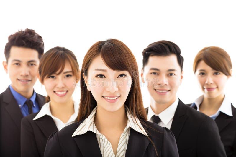 Mulher de negócios nova com a equipe bem sucedida do negócio foto de stock