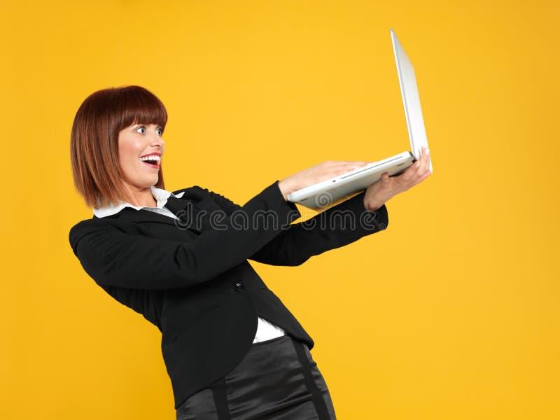 Mulher de negócios nova com expressão surpreendida da face fotografia de stock