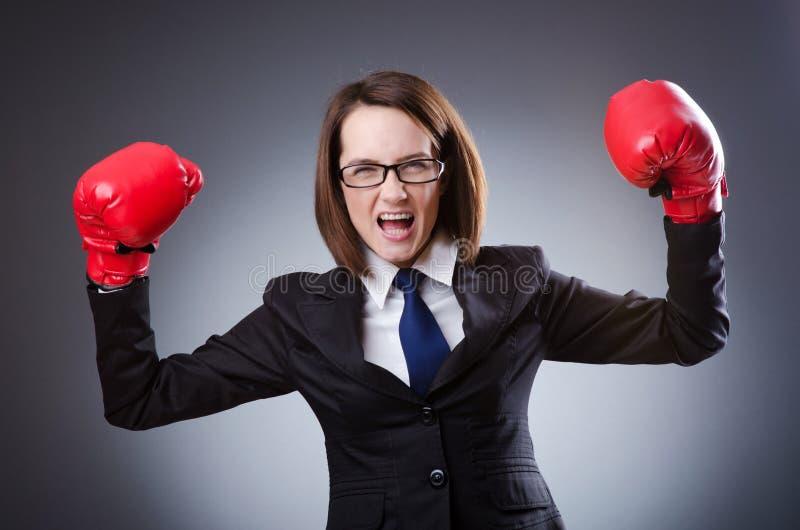 Mulher de negócios nova - conceito do encaixotamento foto de stock royalty free