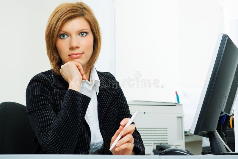 Mulher de negócios nova confiável. fotografia de stock royalty free