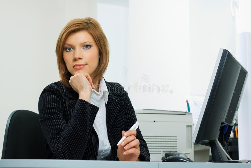 Mulher de negócios nova confiável. foto de stock