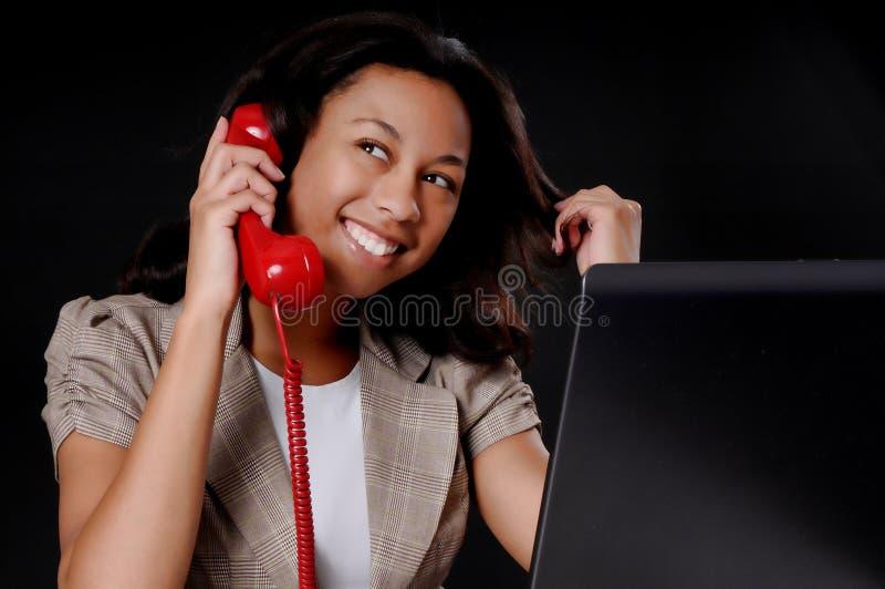Mulher de negócios nova do americano africano foto de stock