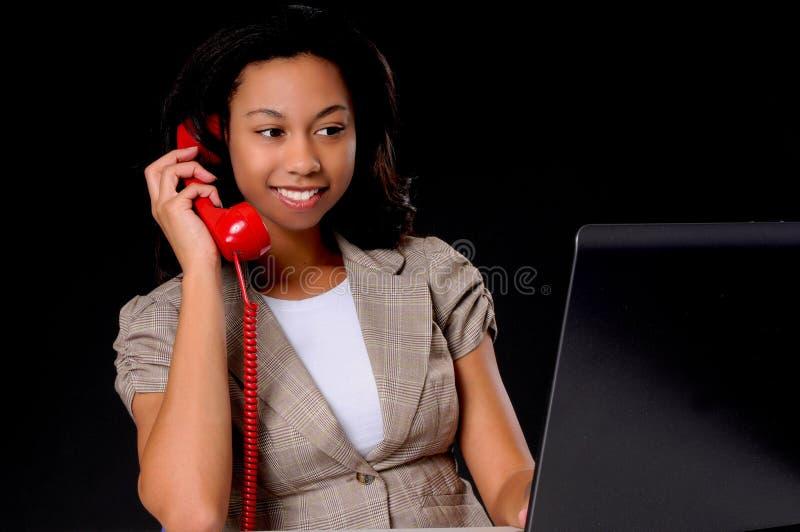 Mulher de negócios nova do americano africano fotografia de stock royalty free