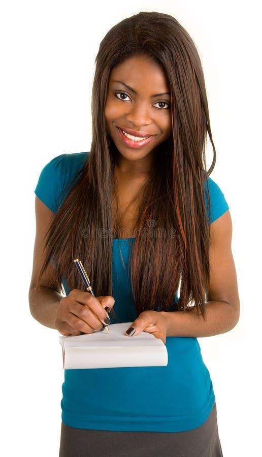 Mulher de negócios nova do americano africano que toma notas foto de stock royalty free