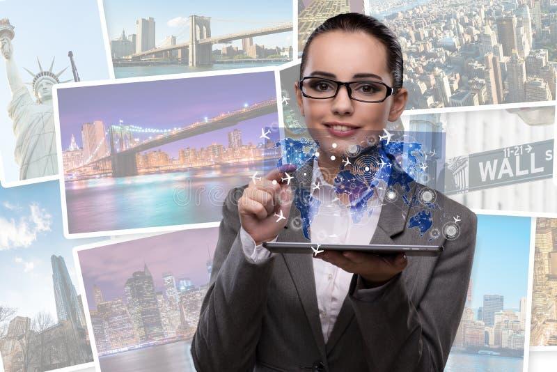 A mulher de negócios nova no conceito em linha do registro do curso fotografia de stock