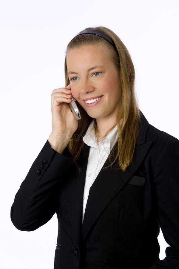 Mulher de negócios nova que fala no telefone de pilha. fotos de stock
