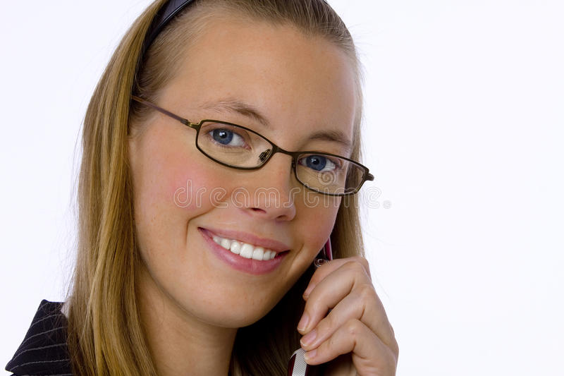 Mulher de negócios nova que fala no telefone de pilha. imagem de stock