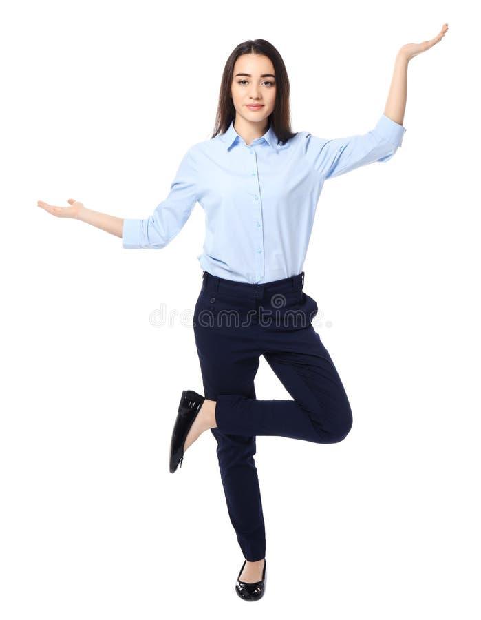 Mulher de negócios nova que mostra o gesto do equilíbrio imagens de stock royalty free