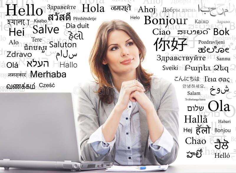 Mulher de negócios ou professor no escritório Línguas de mundo diferentes fotos de stock royalty free
