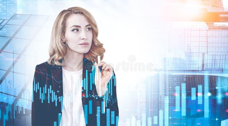Mulher de negócios pensativa na cidade, gráfico digital imagens de stock royalty free