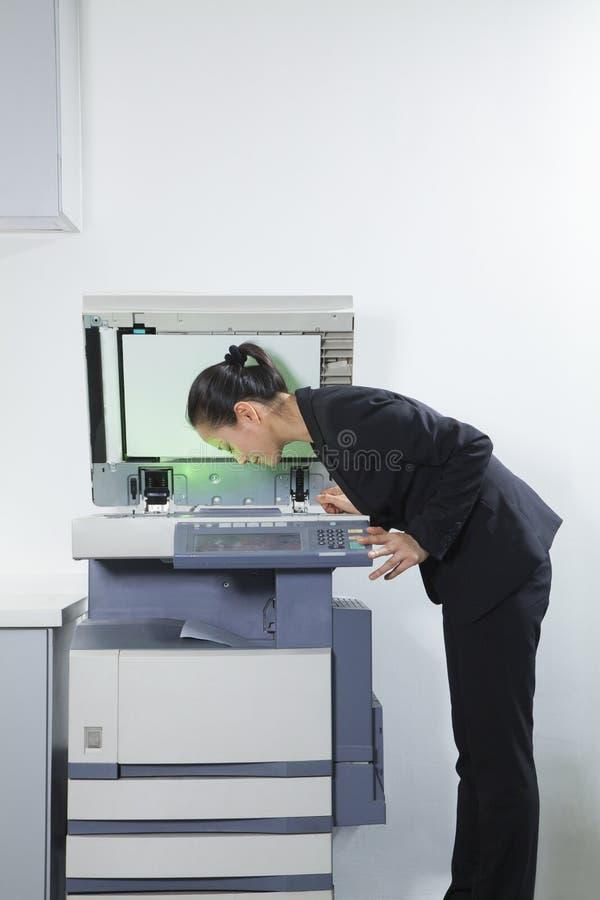 Mulher de negócios Photocopying Her Face imagens de stock royalty free