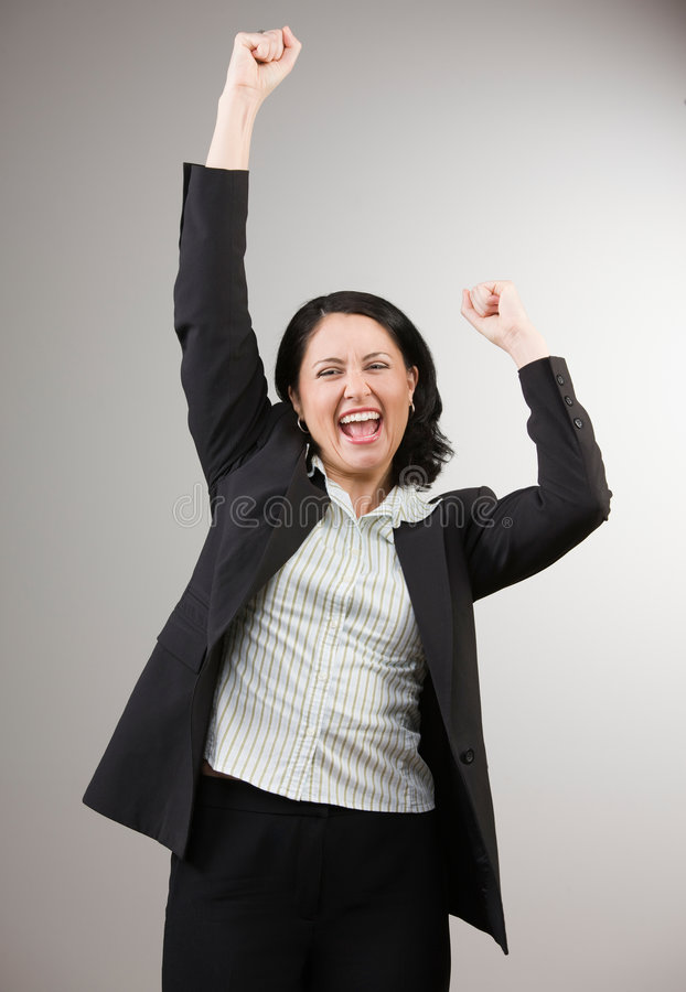 Mulher de negócios que cheering e que comemora seu sucesso imagem de stock royalty free