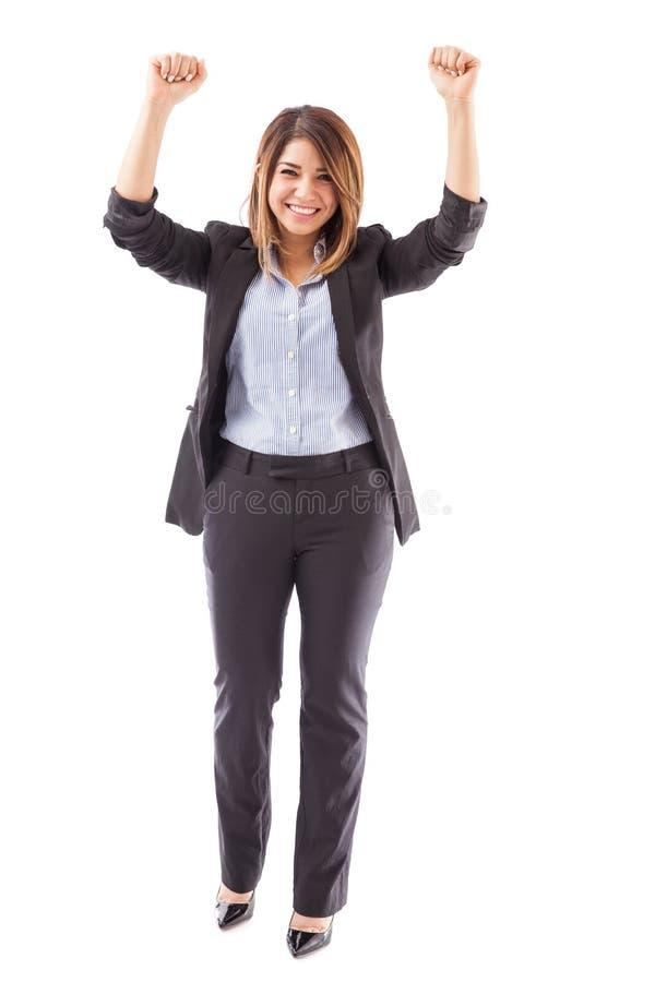 Mulher de negócios que comemora o sucesso foto de stock royalty free
