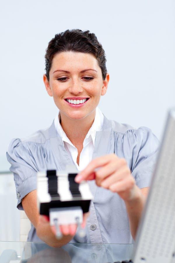 Download Mulher De Negócios Que Consulta Um Suporte Do Cartão Foto de Stock - Imagem de arquivo, negócio: 12813766