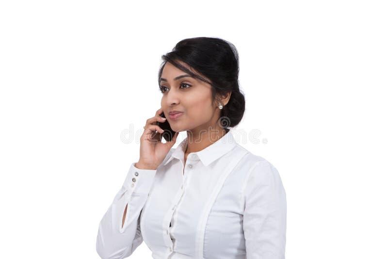 Mulher de negócios que fala no telemóvel fotografia de stock
