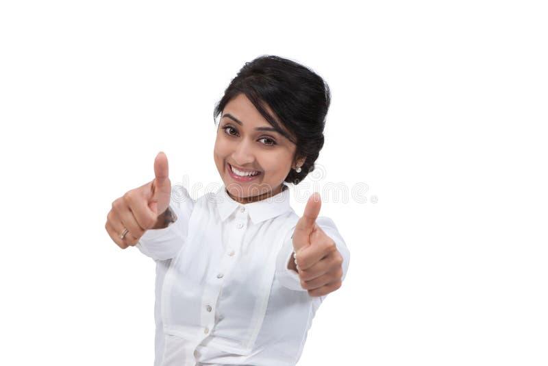 Mulher de negócios que gesticula os polegares acima fotografia de stock royalty free