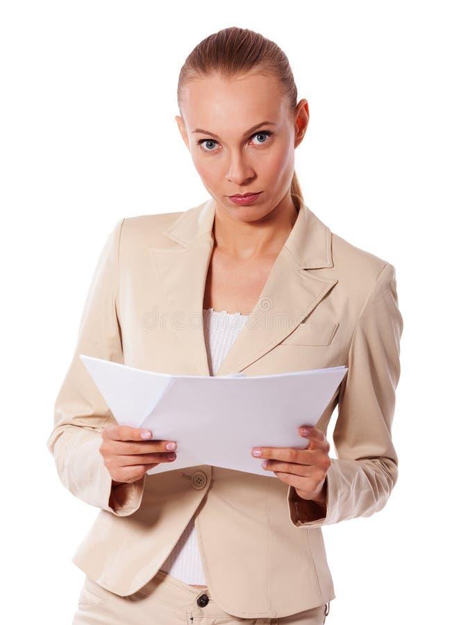 Mulher de negócios que guarda papéis fotos de stock royalty free