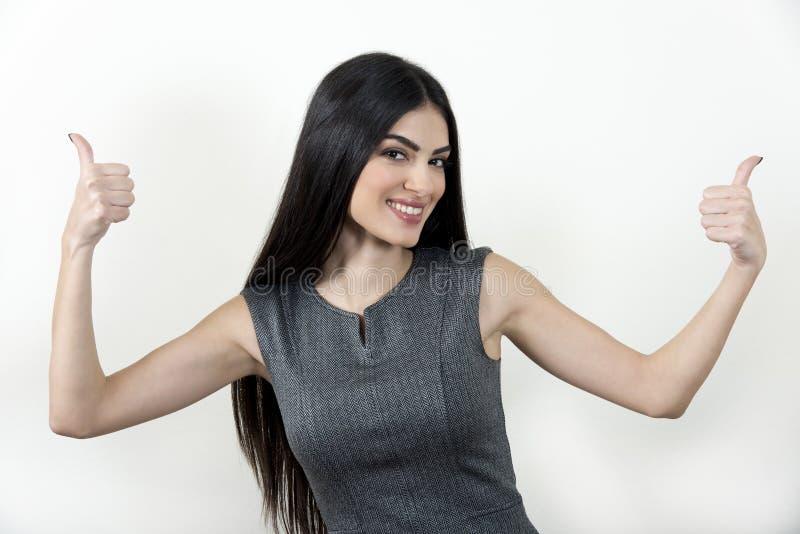 Mulher de negócios que mostra os polegares acima imagem de stock
