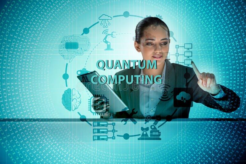 A mulher de negócios que pressiona o botão virtual no conceito da computação de quantum foto de stock