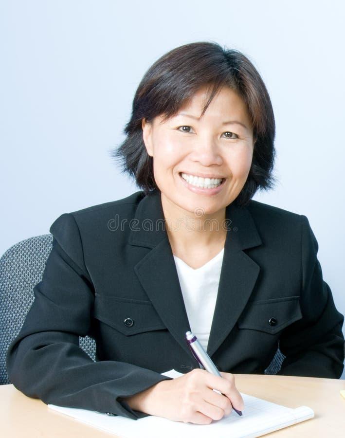 Mulher de negócios que toma notas fotografia de stock royalty free