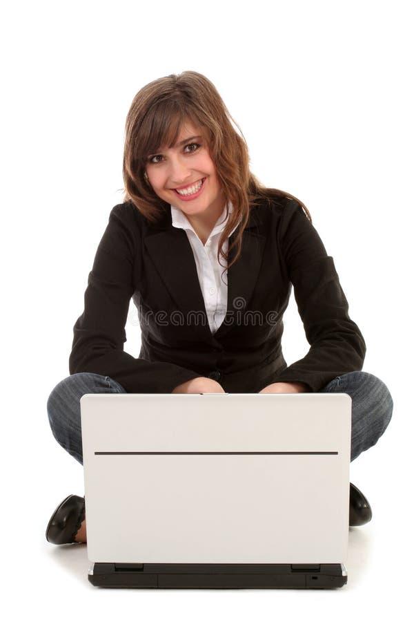 Mulher de negócios que usa o portátil fotografia de stock royalty free
