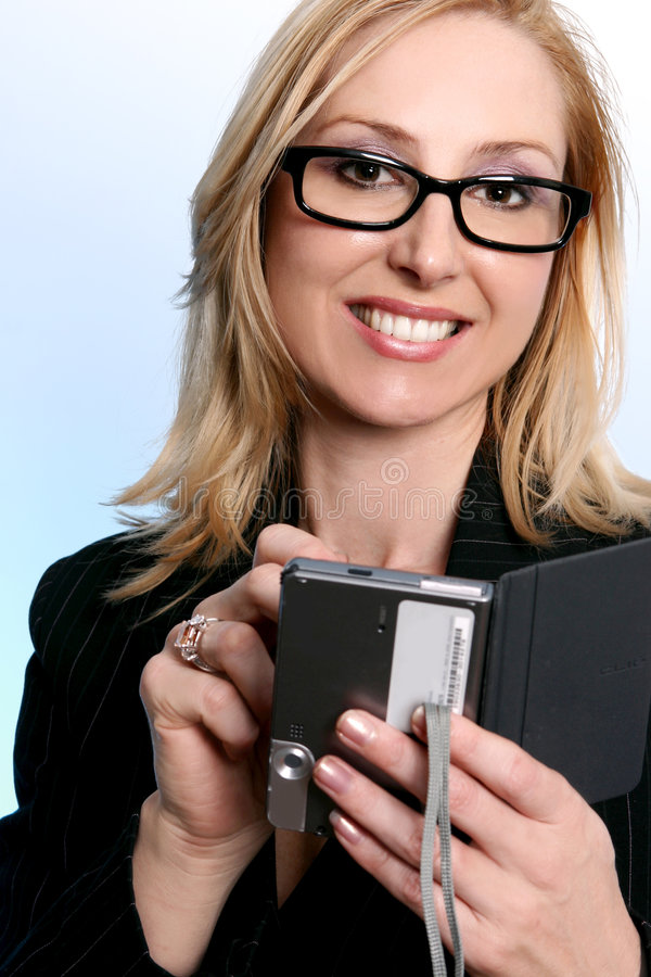Mulher de negócios que usa um organizador do pda imagens de stock royalty free