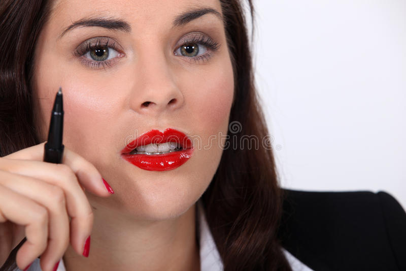 Mulher de negócios que veste o batom vermelho foto de stock