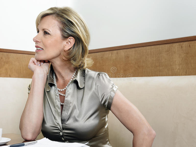 Mulher de negócios In Restaurant foto de stock