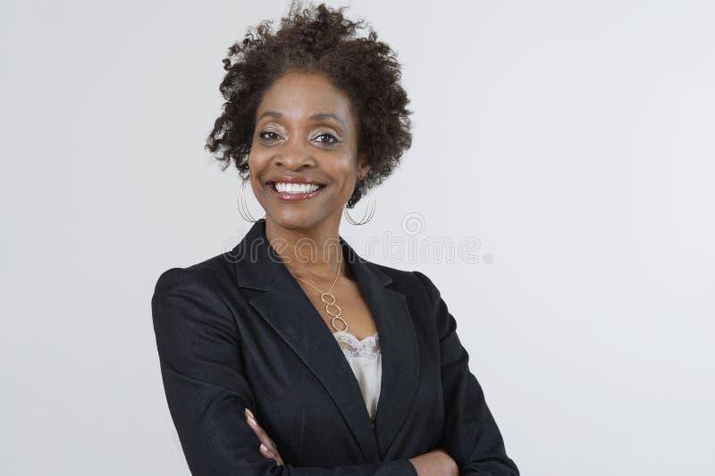 Mulher de negócios segura With Arms Crossed imagem de stock royalty free