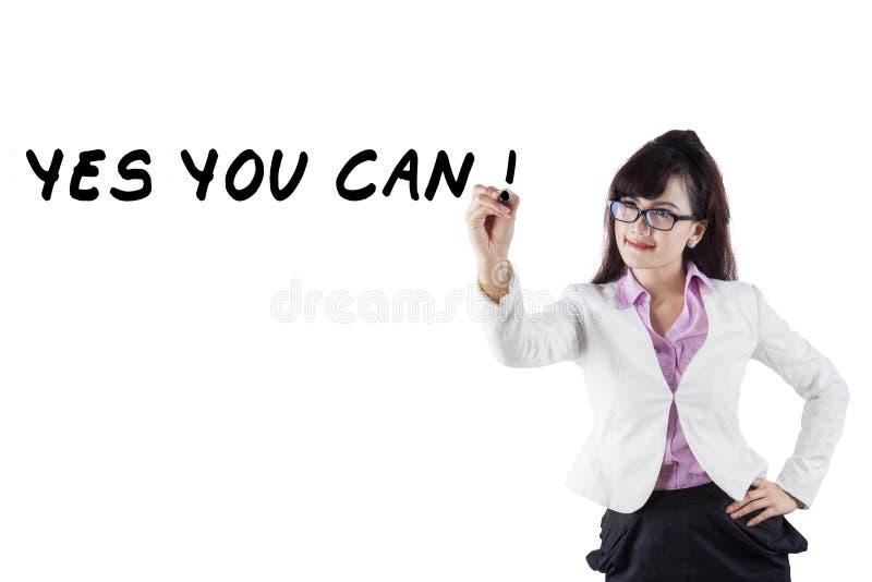 A mulher de negócios segura escreve um conselho foto de stock