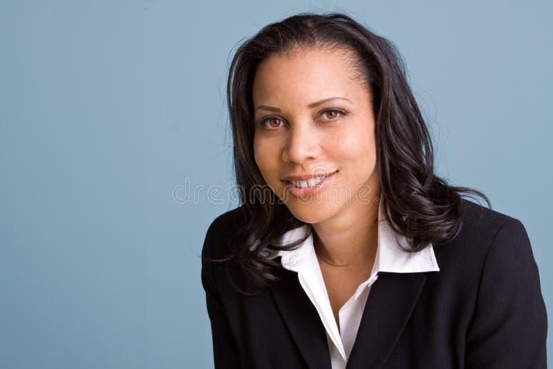 Mulher de negócios segura feliz que sorri no trabalho fotos de stock