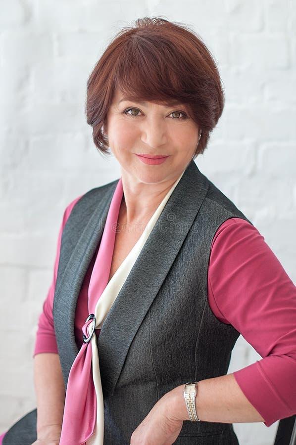 Mulher de negócios superior de sorriso foto de stock