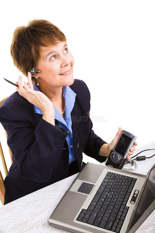 A mulher de negócios trabalha da HOME imagens de stock royalty free
