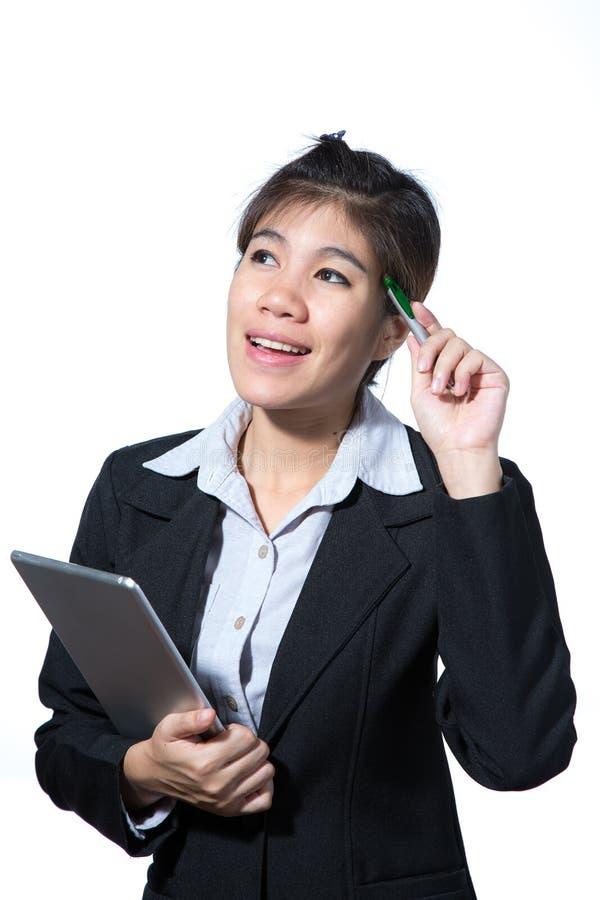 Mulher de neg?cio esperta segura, sorrindo, conceito usando a tabuleta do computador foto de stock royalty free