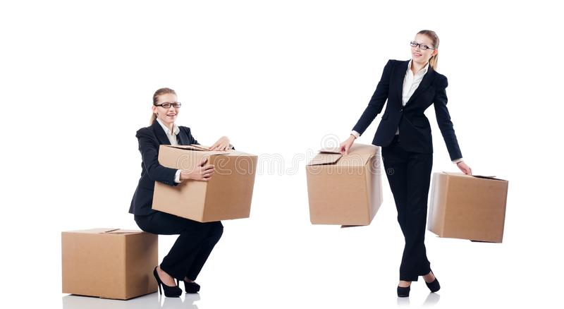 A mulher de neg?cios da mulher com as caixas no branco fotos de stock