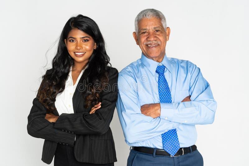 Mulher de neg?cios e homem indianos no trabalho foto de stock