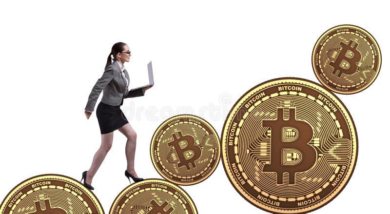 Mulher de neg?cios no conceito do aumento de pre?os do bitcoin imagem de stock royalty free